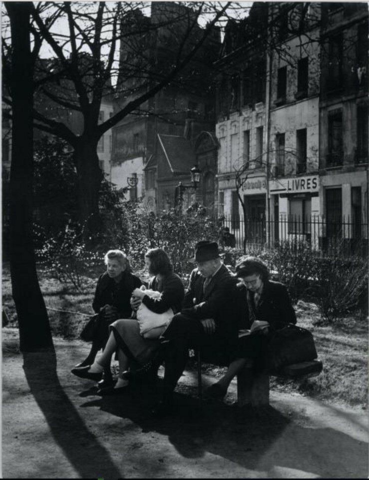 1947. В скверике на Площади Вивиани