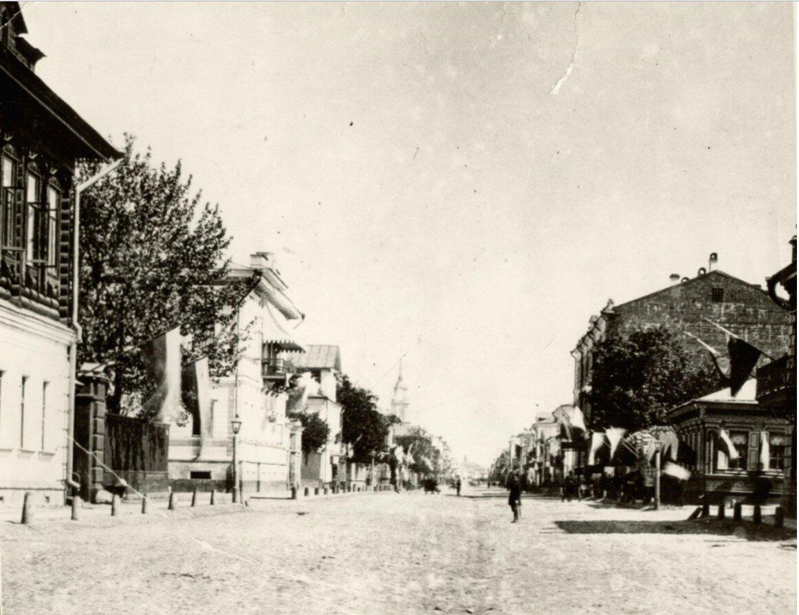 Крестовая улица к собору
