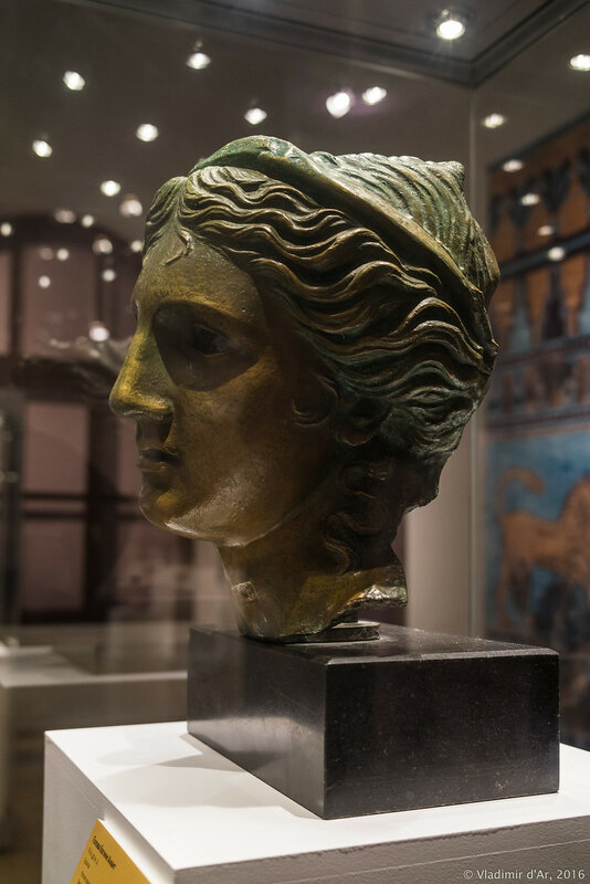 Голова богини Анаит. IV в. до н.э. Бронза.