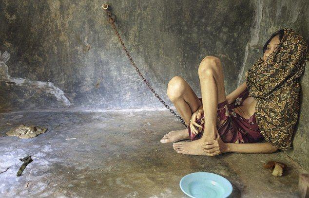 Нелегкая жизнь душевнобольных в Индонезии