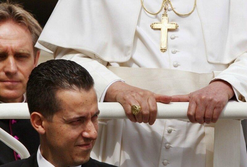 Папа Римский простил вора камердинера