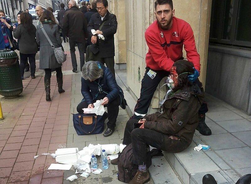 Фотографии людей после теракта в Брюсселе, Бельгия 22 марта 2016 года