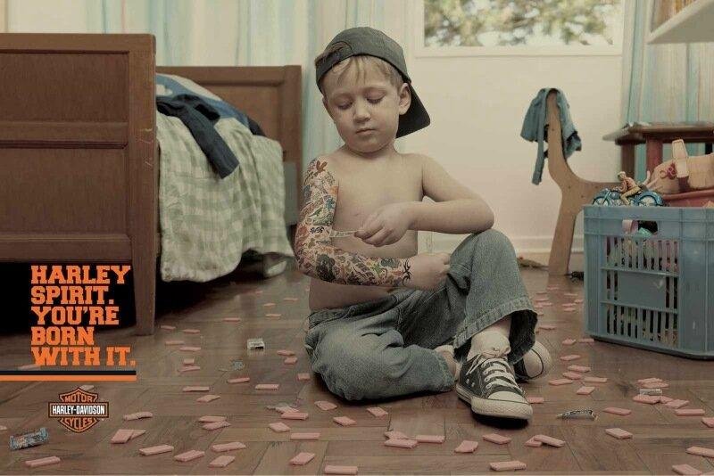 Скандальное видео о татуировке ребенку