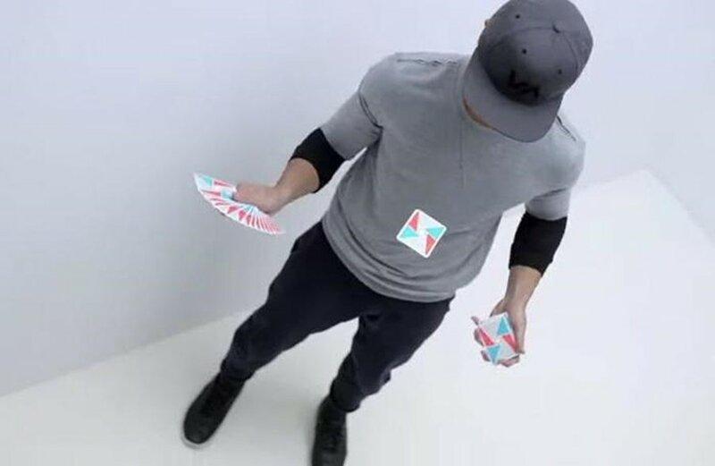 Virtuoso: замедленное видео с карточными манипуляциями
