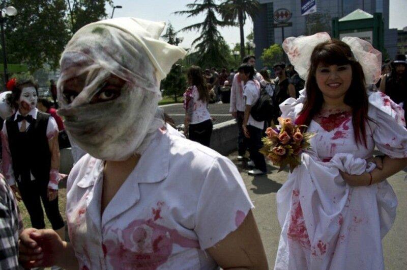 Кошмар в Сантьяго, Чили! Двадцать тысяч зомби вышли на улицы