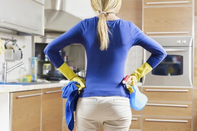 Это когда приходится чистить все: плинтус, двери, шторы, мыть окна, разбирать вещи ит.д. Делать эт