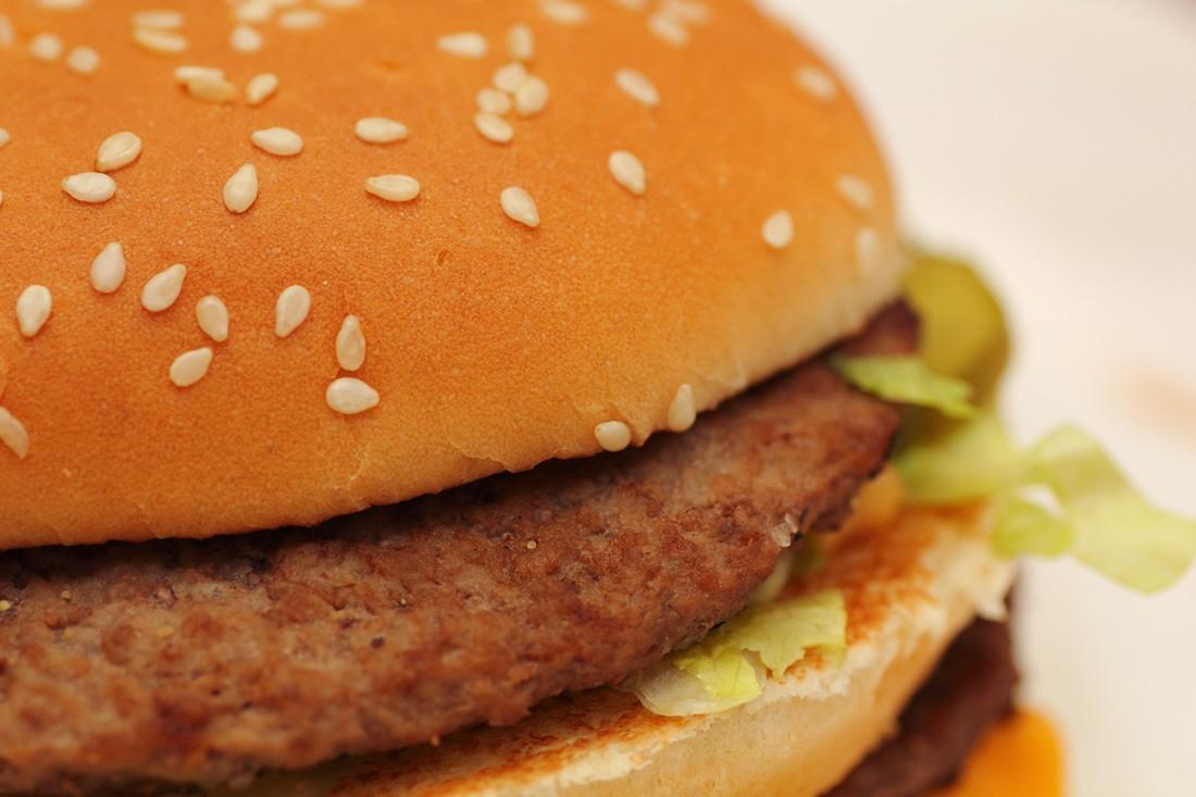 18. Чтобы сжечь все калории, полученные от употребления «Биг Мака», картофеля фри и большой колы, не