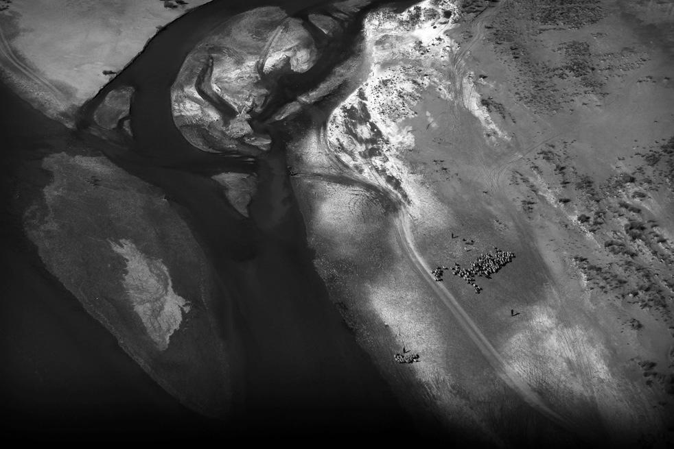 13. Вид с воздуха на часть долины реки Гильменд. (AP / Kevin Frayer)