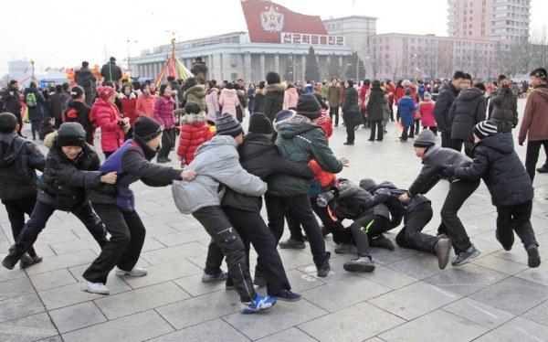 Празднование Нового года в одном из городов Гуанси-Чжуанского автономного района Китая