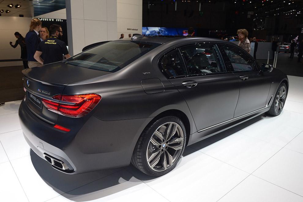 35. M760Li оснащается V12 объемом 6.6 л. Такой же мотор используется и на Rolls-Royce. На BMW е