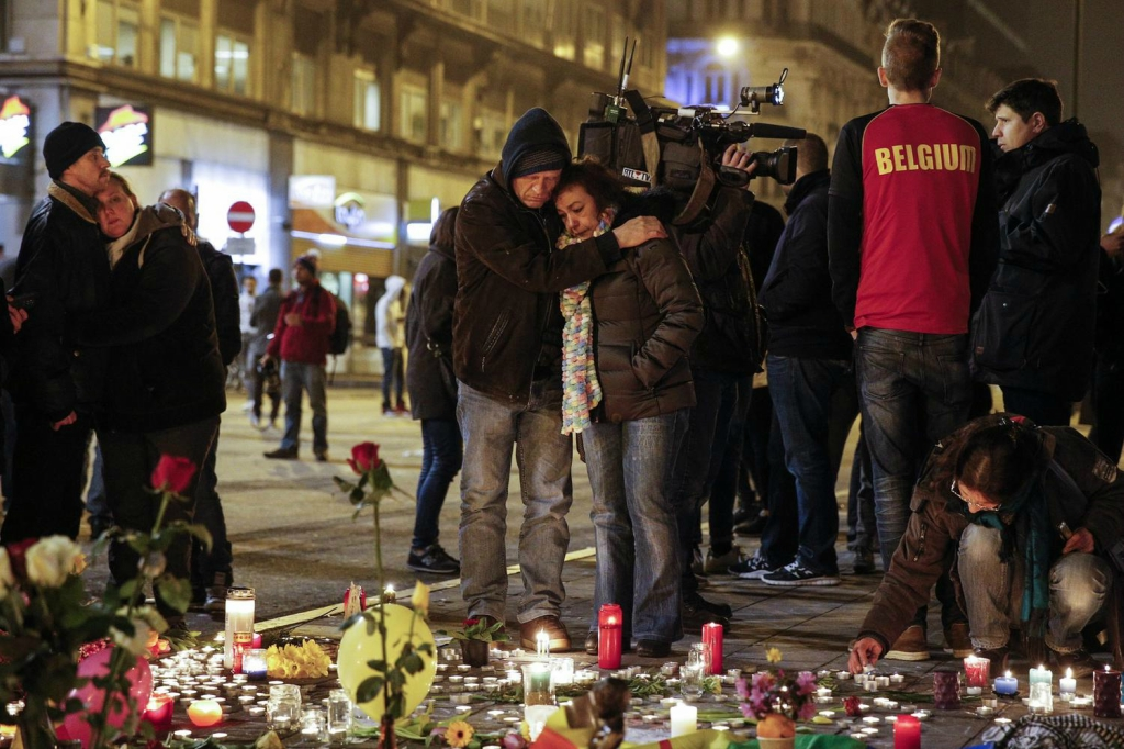 2016, бельгия, игил, март, погибшие, пострадавшие, свечи, скорбь, смертник, теракт, террорист, цветы