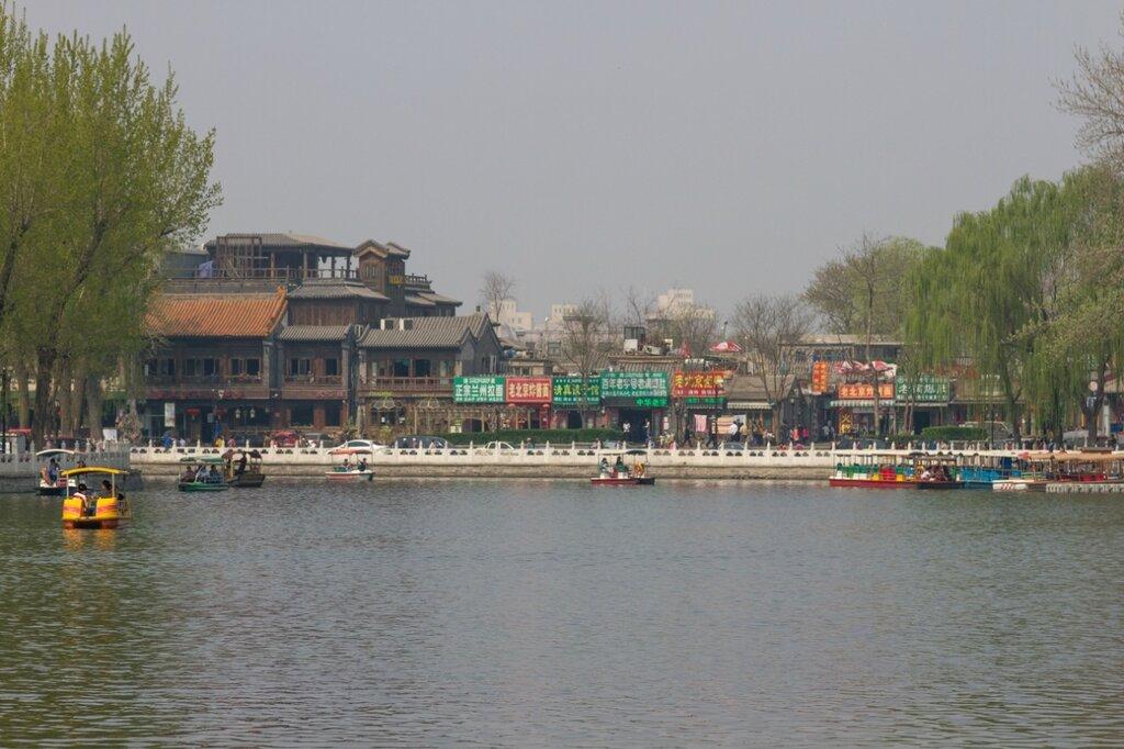 Вид в сторону Восточной набережной Цяньхай, Шичахай, Пекин