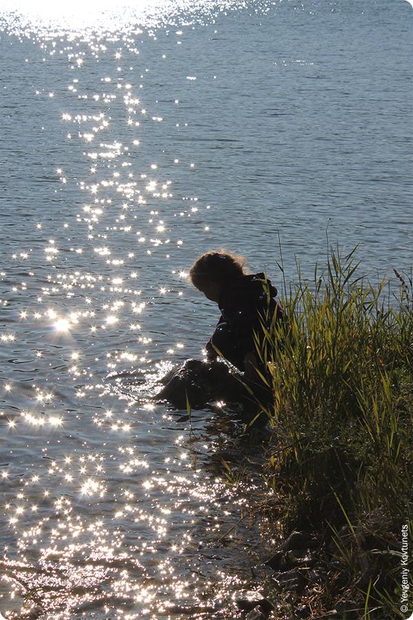 у воды, бухта Змеиная, Байкал