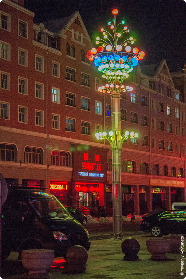 шикарные фонари на улицах ночной Маньчжурии