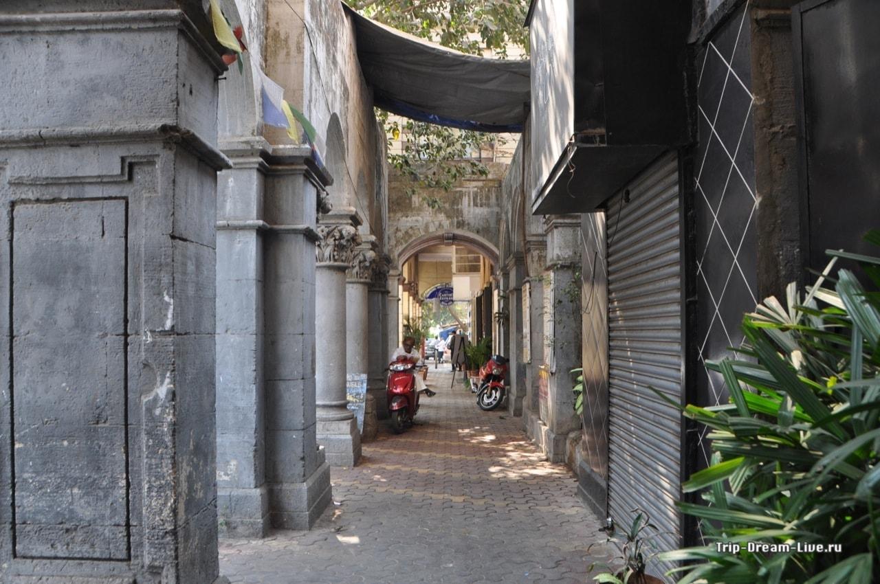 Пешеходная галерея в Мумбаи в районе Форт
