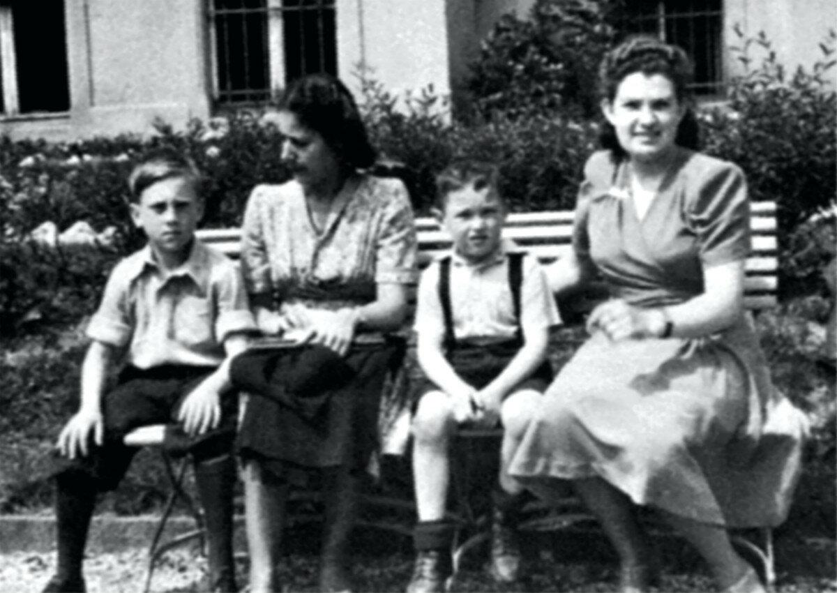 1948. Володя Высоцкий, Евгения Степановна и соседи Ваня Зернов и его мама Т.Зернова в санатории г.Бад-Эльстер, Германия