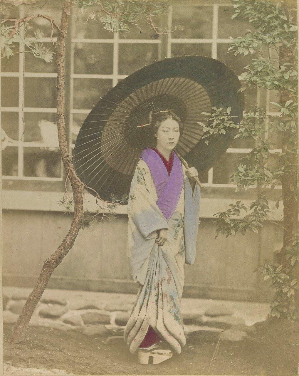 Японская женщина в традиционной одежде