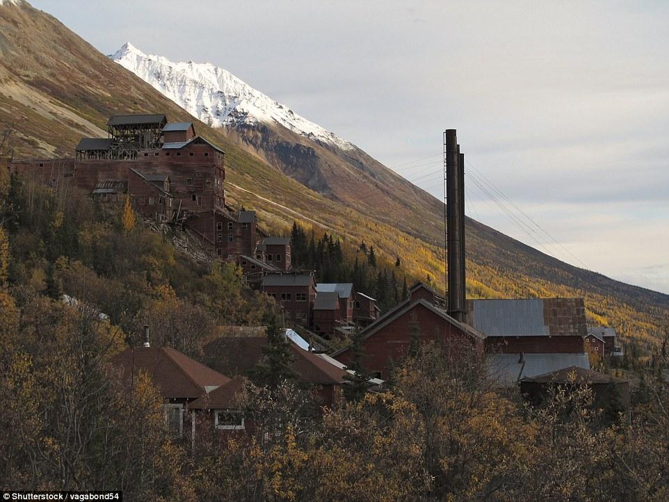 Заброшенный медный рудник в горах Аляски