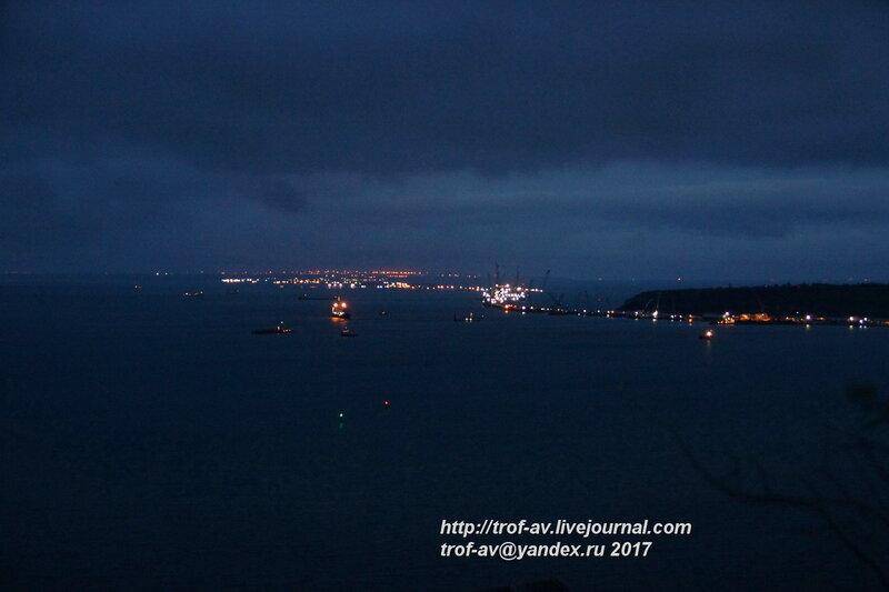 Ночной вид на строящийся Крымский мост