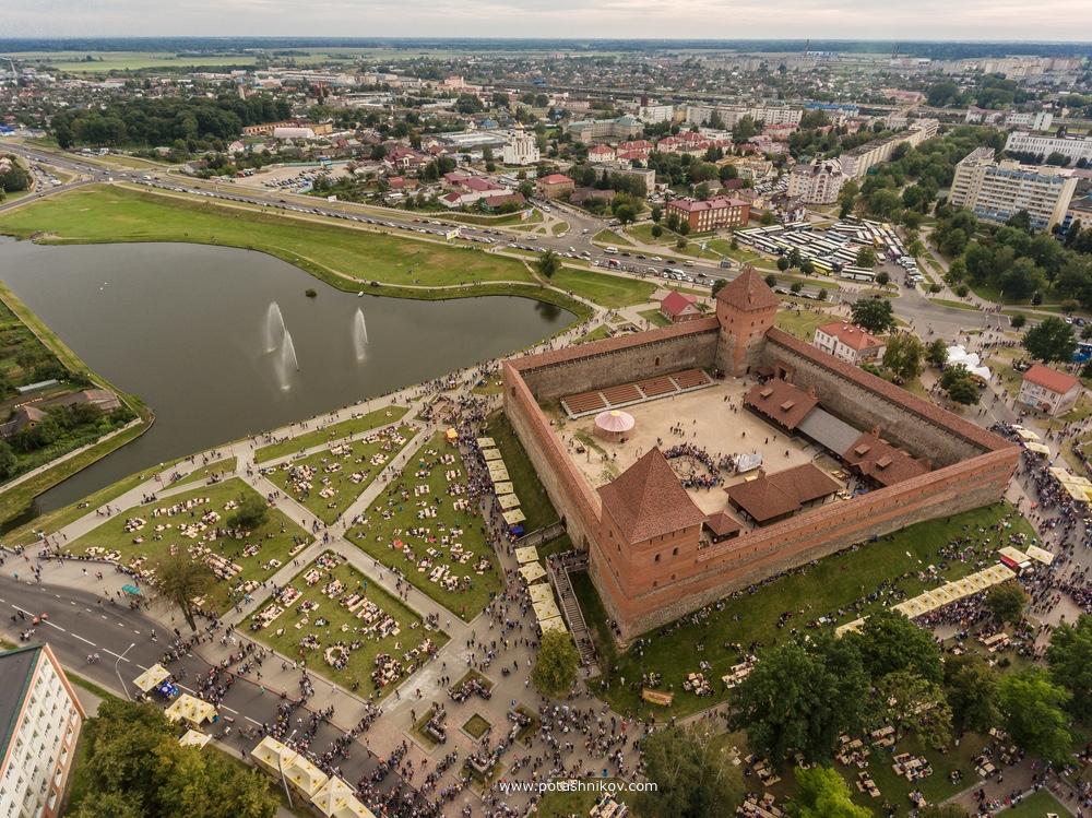 Фестиваль #Lidbeer2016 - тысячи людей, много пива и известные музыканты. Октоберфест по-беларуски