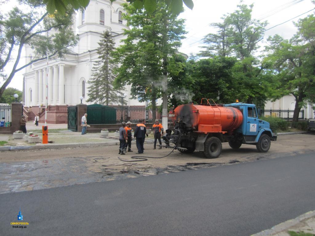 НаЕвпаторийском шоссе вСимферополе возобновили ремонт
