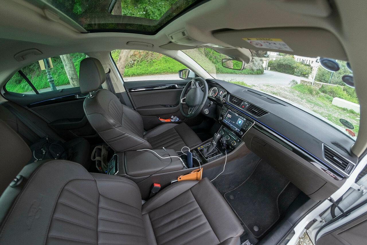Как угадать автомобиль, если убрать шильдик? DSCF5285nnn.jpg