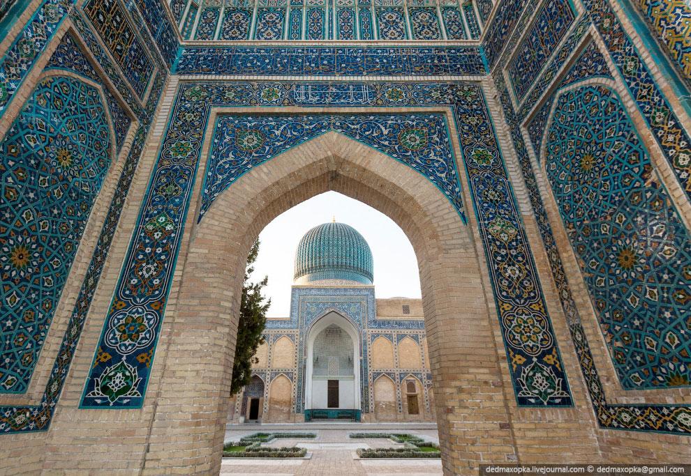 На рассвете мы отправились из Самарканда в Таджикистан. Но оказалось, что перейти границу не та