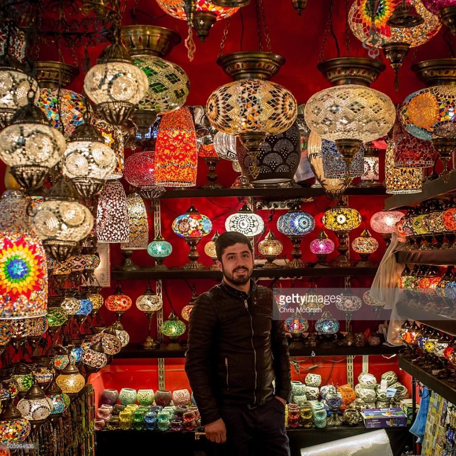 8. Магазин Догана Мерта продает художественные светильники и фонарики традиционного турецкого дизайн