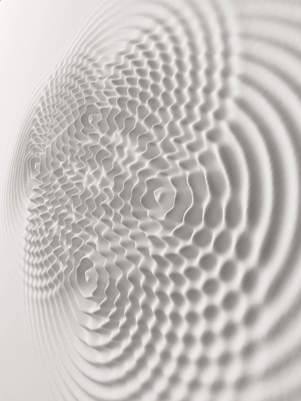 Сначала автор создает набросок в цифровом виде, затем делает основу из полиэфирной смолы, и после пр
