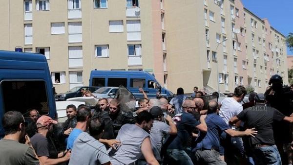 Вмассовой потасовке наКорсике пострадало 4 человека
