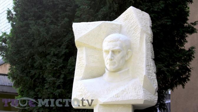 ВоЛьвове установили памятник Василию Стусу