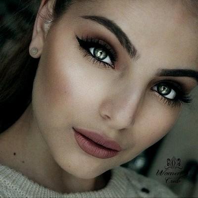Сочетаем макияж зеленых глаз с оттенком кожи