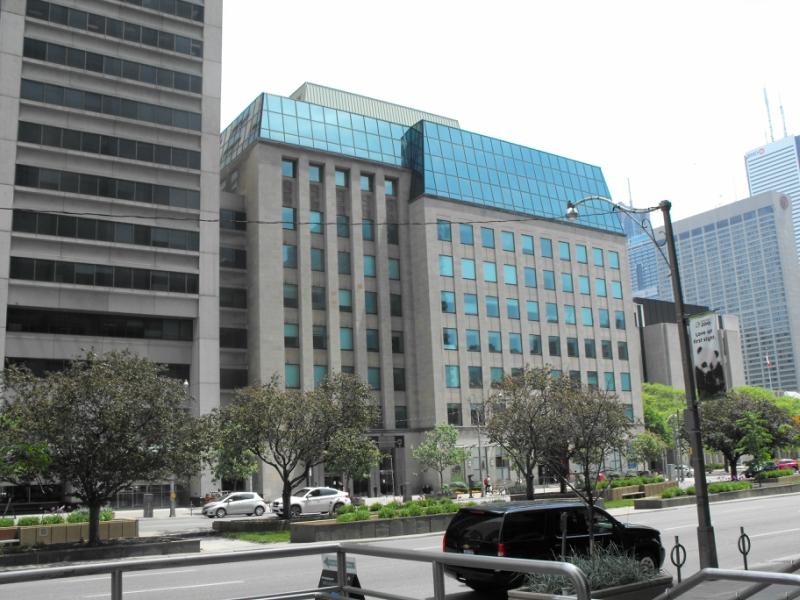 393 University Ave, Courthouse - Здание  суда.  Торонто.