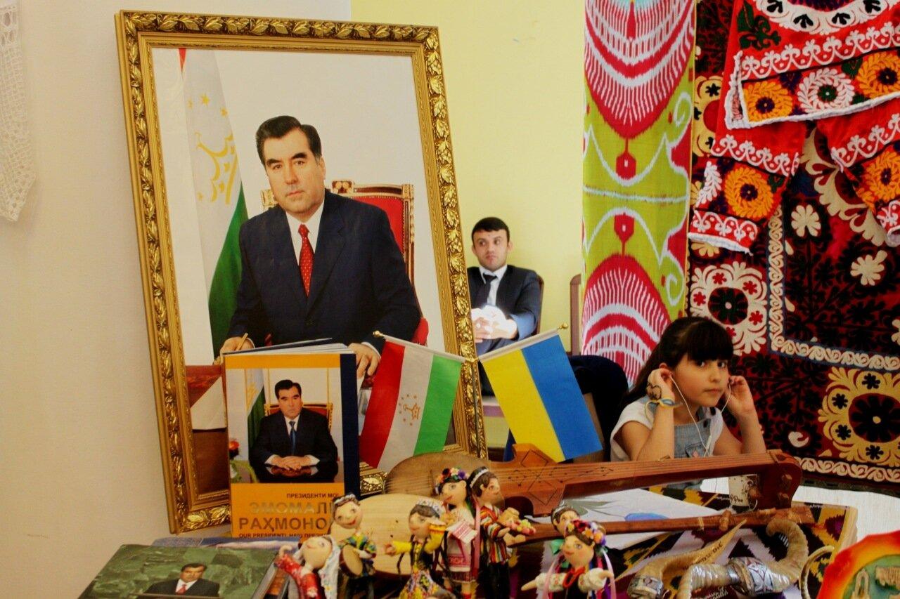 Портрет Эмомали Рахмонова