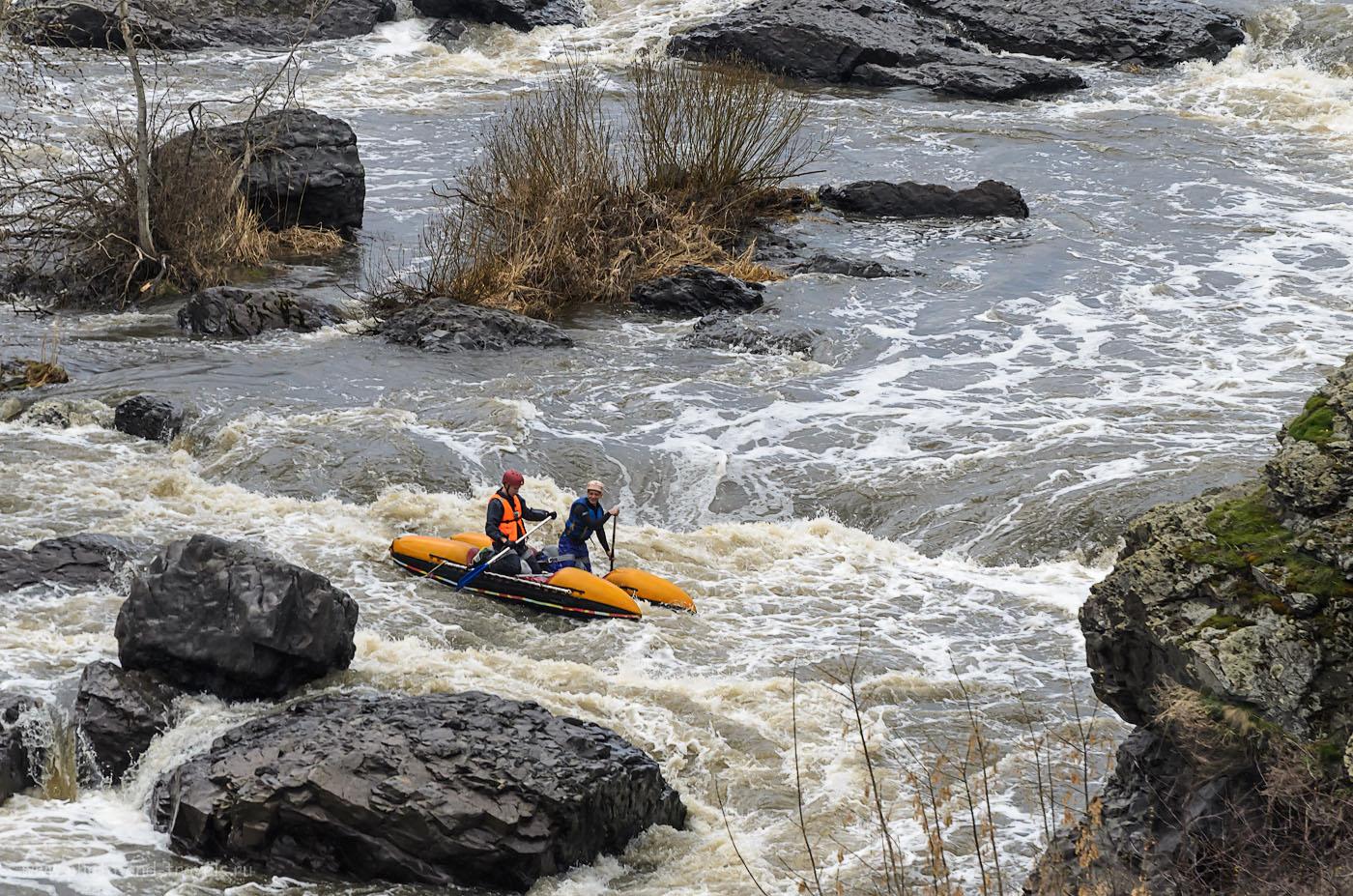 10. Отважные ребята на пороге Ревун весной. Сплав на байдарках по реке Исеть на майские праздники