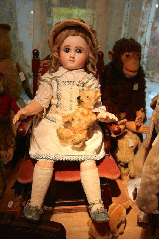 Магазин антикварных кукол в Японии в Токио