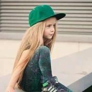 Девочка в кепочке