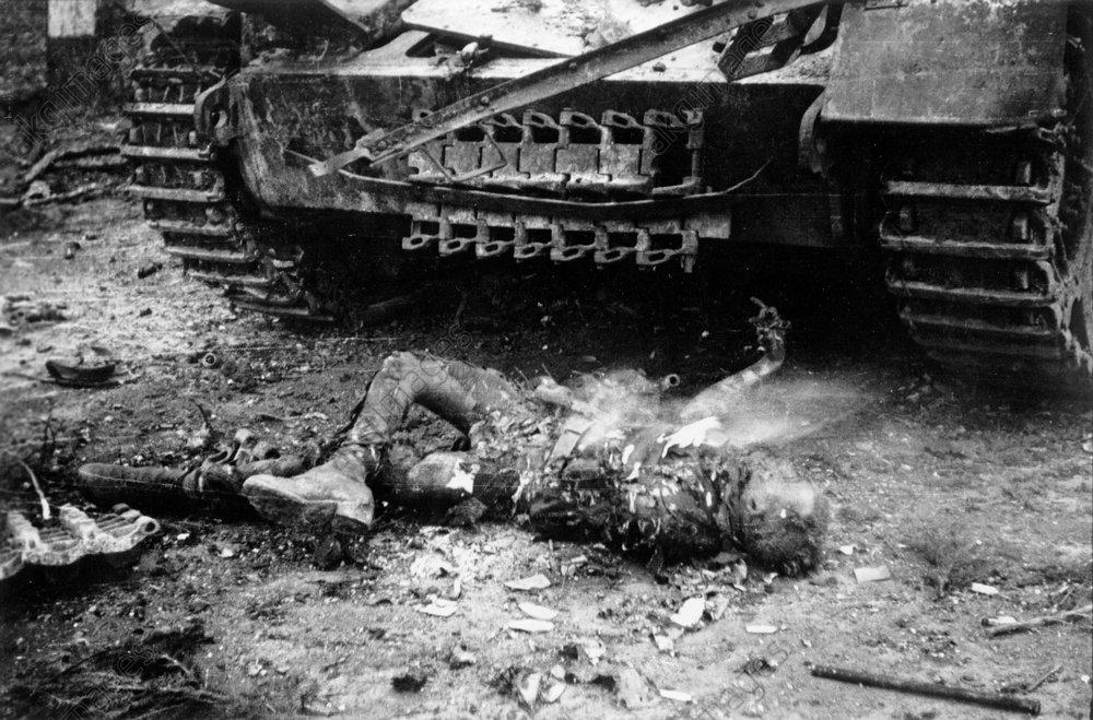 Leiche eines dt. Soldaten/Hemmerden/1945 - Body of a German soldier /Hemmerden/1945 -
