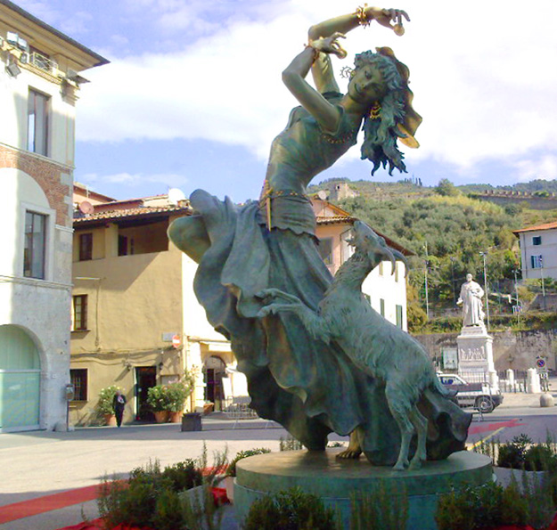 15-Esmeralda_sculpture.jpg