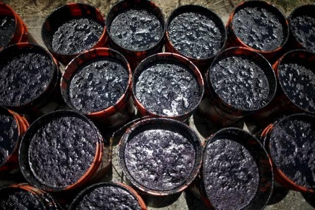 """Спасая нефтяные компании - """"топит"""" бюджет: Россия снизит экспортную пошлину на свой Urals"""
