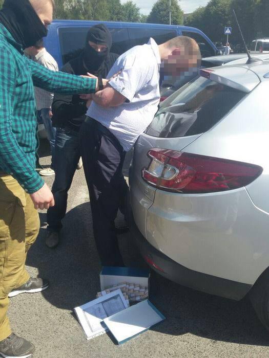 Хотел нажиться на ветеранах АТО: В виннице СБУ задержала взяточника с полумиллионной взяткой (фото)