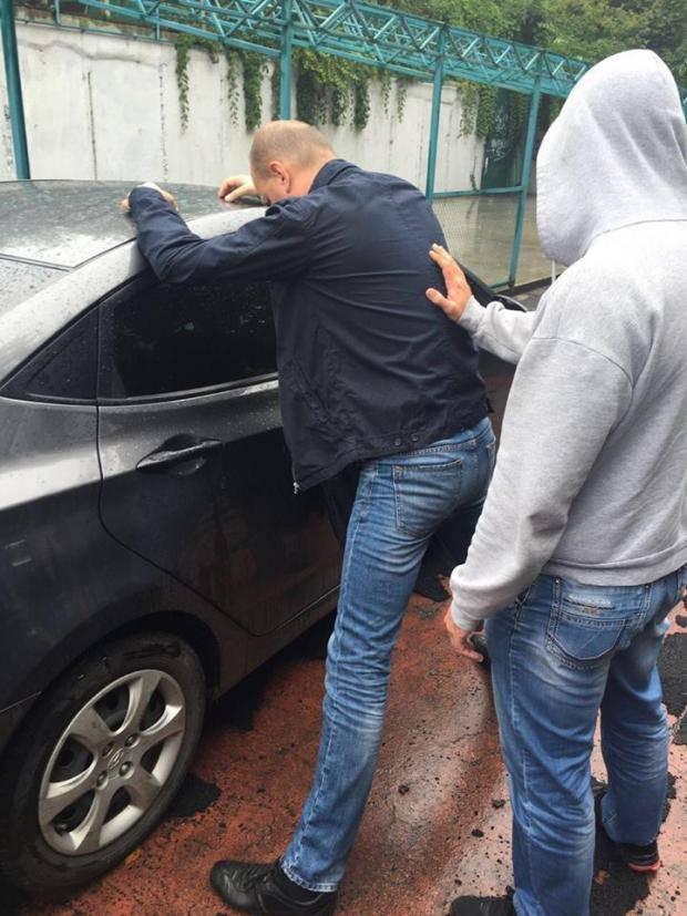 Кому - война, кому - мать...: На взятке поймали чиновника Государственной службы АТО