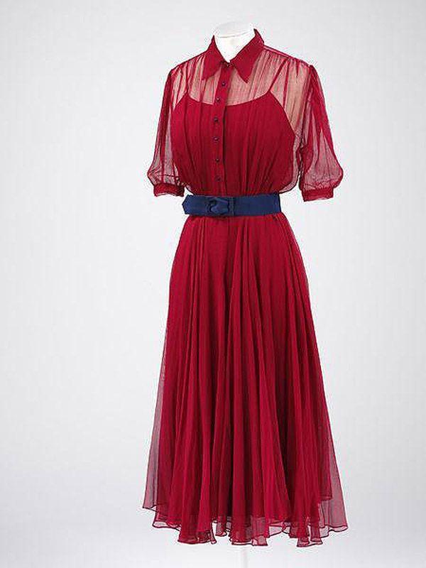 47. 1938 г. Англия. Смелое платье Моники Морис, женщины независимой и презиравшей условности. В том