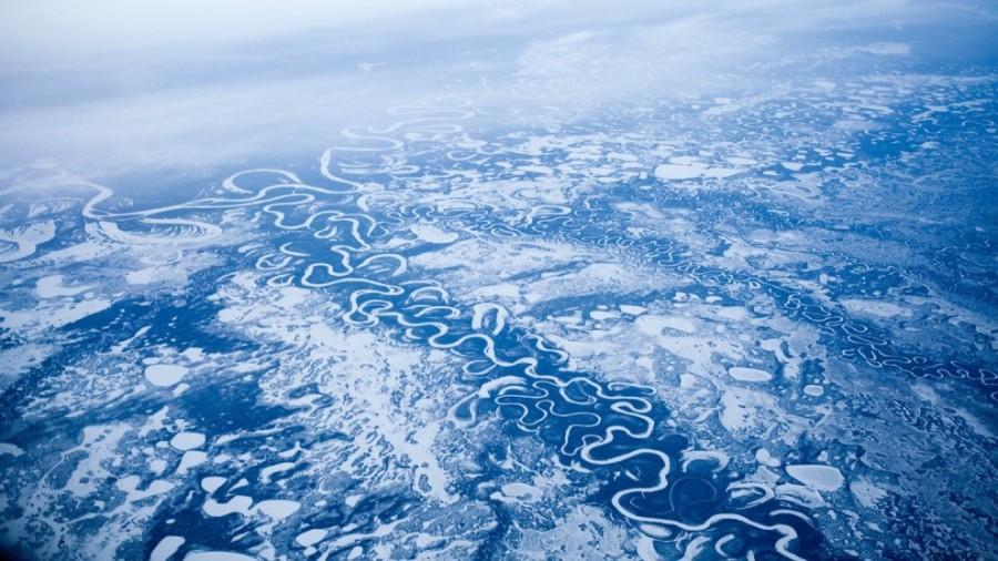 6. Замёрзшая река на Аляске, США. Вид с высоты 11,5 километров.