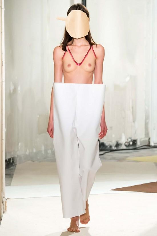36. Jacquemus, осень-зима — 2015 Авторитетное издание о моде Style.com назвало голую грудь в большом