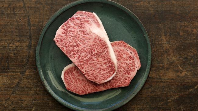 © Sam Ruttyn  Стейк Wagyu A4изяпонской мраморной говядины— это один изсамых вкусных, знаме