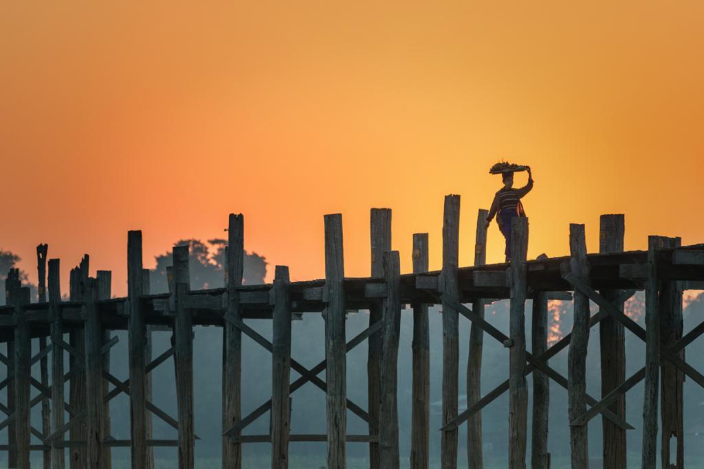 Мьянма. Амаяпуя. Деревянный мост Убэйн. Сооружение считается самым старым и длинным в мире мосто