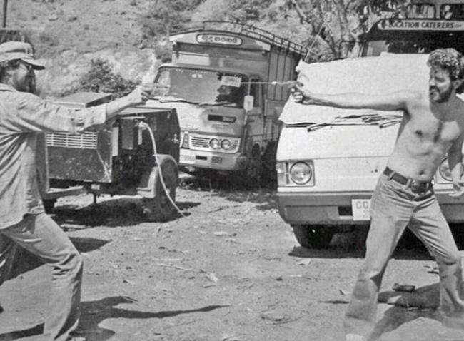 Джордж Лукас и Стивен Спилберг играют с водяными пистолетами, Шри-Ланка, 1983 год.