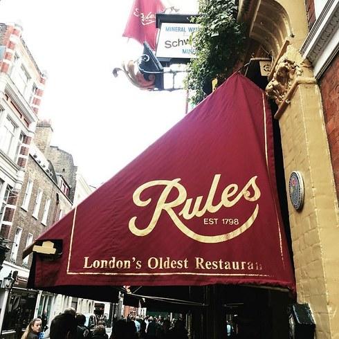 Несмотря на то что рестораном управляли с момента его открытия представители трех семейств, он всегд