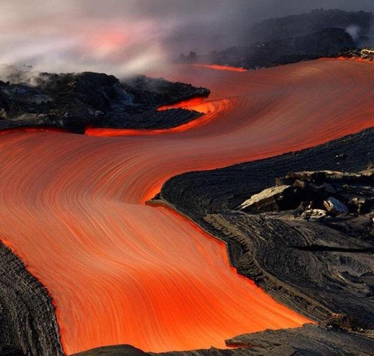Эти потоки лавы как будто нарисованные.